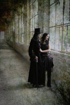 Neo-Victorian #Gothic romance couple