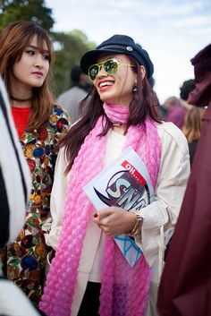 They Are Wearing: Paris Fashion Week Spring 2016 Paris Fashion Week 2016, Milan Fashion Weeks, Street Style 2016, Clothes Horse, Pink Fashion, Spring 2016, Fashion News, Female, How To Wear