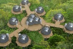 Easy assembled and taken down, the Smartdome is a new take on prefab shelters for non-urban areas. Their modular design uses welded galvanized steel elements. Natur House, Bubble Tent, Geodesic Dome Homes, Portable House, Prefabricated Houses, Dome House, Monochrom, Modular Homes, Glamping