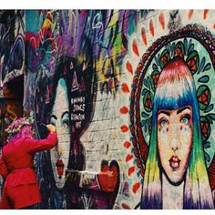 Mimby Jones Robinson painting her Goddess murals in Hosier Lane, Melbourne. Photography by Sophie Argiriou Leather Flip Flops, Patched Jeans, Gouache, Creative Inspiration, Murals, Melbourne, Street Art, Sculptures, Drawings