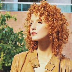 "Vídeo SUPER pedido no ar: ""Como finalizo meu cabelo"". Link clicável na Bio. Espero que gostem  #acordabonita #cabelocacheado #naturallycurly #cachos #cachosbra #naturalhair #curlyhair #cachosestilosos #amoracobreado #cabelocurto #nopoo #intimasdaray #howtobearedhead"