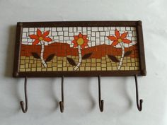 Nice key or coat holder House Number Plaque, House Numbers, Mosaic Furniture, Clothes Hooks, Mosaic Flowers, Ceramic Houses, Wall Racks, Mosaic Projects, Fence Panels