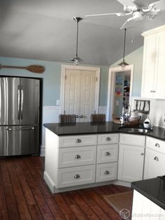 Black and White Beach Cottage Kitchen - traditional - kitchen - minneapolis - by CliqStudios Cabinets