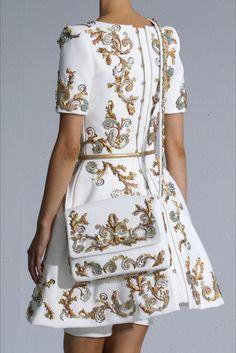 Sfilata Chanel Parigi - Alta Moda Autunno-Inverno 2014-15 - Vogue
