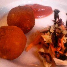 Espectaculares croquetas de queso manchego en el bar Patanchón de Sevilla: http://puturru.com/bar-es/patanchon