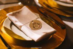 Decoração criada por Canteiros Floricultura. O casamento de Larissa e Luiz Felipe, publicado no Euamocasamento.com. As fotos são de Gustavo Marialva. #euamocasamento #NoivasRio #Casabemcomvocê