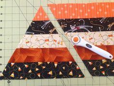 Candy Corn Table Topper Tutorial Sister Of The Divide: Candy Corn Table Topper . - Candy Corn Table Topper Tutorial Sister Of The Divide: Candy Corn Table Topper Tutorial … Thi - Photo Halloween, Table Halloween, Halloween Table Runners, Halloween Jelly, Halloween Signs, Halloween Halloween, Vintage Halloween, Halloween Makeup, Halloween Costumes