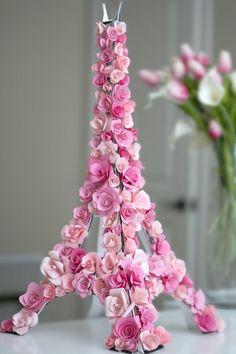 Paris Deko mit pinken Blumen – DIY Eiffelturm Paris decoration with pink flowers – DIY Eiffel Tower Thema Paris, Paris Birthday Parties, Birthday Table, Birthday Ideas, Spa Birthday, Springtime In Paris, Paris Decor, Festa Party, Paris Wedding