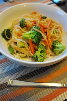 Soy Noodles with Broccoli and Carrots (V, GF) | Busy Girl Healthy World