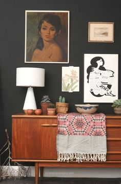 Mid Century Sideboard with a splash of Pink blanket joy. Interior Design Inspiration, Decor Interior Design, Interior Decorating, Diy Deco Rangement, Retro Home Decor, Interior Exterior, Mid Century Furniture, Home Living Room, Decoration