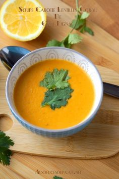 Carrot soup with coral lentils by Cyril Lignac - cuisine du monde - Vegan Easy Soup Recipes, Crockpot Recipes, Healthy Recipes, Vegan Art, Curry, Quick And Easy Soup, Carrot Soup, Smitten Kitchen, Vegan Soup