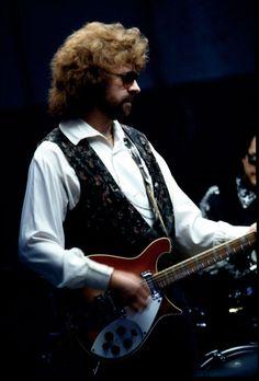 Jeff Lynne of ELO (Electric Light Orchestra) https://www.youtube.com/watch?v=bjPqsDU0j2I#t=45