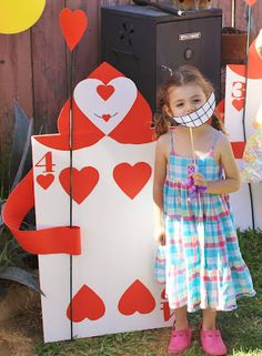 Alice in wonderland birthday party DIY giant card soldiers