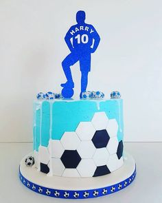 Get the current geometric feel within a football theme cake, simply by cutting hexagons and forming a ball effect Beautiful Birthday Cakes, Beautiful Cakes, Amazing Cakes, Barcelona Cake, Football Themed Cakes, Soccer Birthday Cakes, Soccer Ball Cake, Fathers Day Cake, Cake Decorating Techniques
