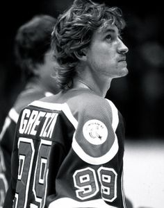 """Wayne Gretzky In a 1999 Hockey Hall of Fame Inductee press conference, Gretzky stated """"Thank God I'm Polish"""" when joking about another inductee's Scottish kilt. Hockey Goalie, Ice Hockey, Stars Hockey, Hockey Hall Of Fame, Hockey Pictures, Hockey World, Sports Today, Wayne Gretzky, Most Popular Sports"""