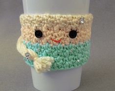 """Crochet Queen Elsa Frozen Coffee Cup Cozy Pattern ~ FREE - CROCHET - for your """"Frozen"""" little Princess who would love this on her cup/glass Crochet Coffee Cozy, Coffee Cup Cozy, Crochet Cozy, Diy Crochet, Crochet Dolls, Crochet Ideas, Coffee Cups, Coffee Latte, Crochet Beanie"""