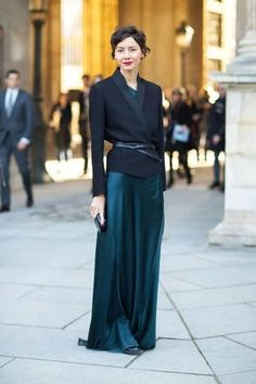 fall trend - belted at the waist | emerald green maxi dress worn with blazer and skinny belt