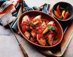 Chicken Cacciatore, Italian Herbs: his classic Italian chicken dish is great for a quick dinner with friends or family. Mexican Salsa Recipes, Mexican Dishes, Kubanisches Sandwich, Italian Chicken Dishes, Cooking Sauces, Poblano, Chicken Cacciatore, Salsa Chicken, Valentines Day Dinner