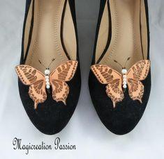 clips chaussures papillons soie orange, corps de  perles, modèle Maéva Clip, Flats, Orange, Shoes, Fashion, Butterfly Shoes, Butterfly Jewelry, Ballet Flat, Papillons
