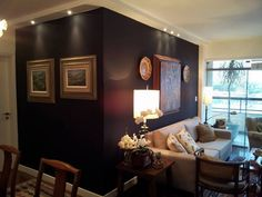 Living room with black wall - Sala com paredes pretas