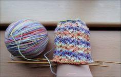 Kati& pattern wool dyed by the Oranienburger Wollfärbeduo 56 total . Kati& pattern Wool dyed by the Oranienburger Wollfärbeduo 56 Gesamtmaschen Nadelspiel No cuffs, only 1 round ri. Knitting Socks, Knitted Hats, Ravelry, Knitting Patterns, Knitting Ideas, Needlework, Free Pattern, Knit Crochet, Winter Hats