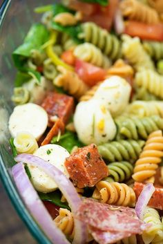 This Italian pasta salad recipe has all the good stuff in it - pepperoni, salami, mozzarella, tomatoes, spinach, red onion, and pepperoncini! The homemade Italian dressing that goes over the top is perfection. #bunsinmyoven