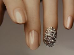 "Nail tip for the ring finger ""Elegant Tribal"" in WG with diamonds and freshwater pearls, ¥399,000. (c) Tasaki"
