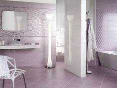 carrelage salle de bain rose, mosaïque rose et meubles salle de bain blancs