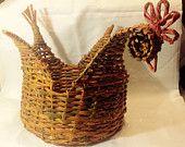 Cestino a forma di gallina diametro 22 cm e h 9 cm ( h cesto con corpo gallina 25cm) € 15,00
