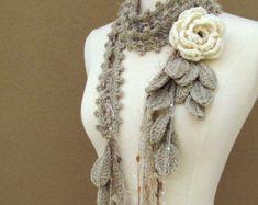Cream Queen Ann Rose Lariat- Shawl Crochet, Crochet Scarves, Knit Crochet, Crocheted Scarf, Crochet Crafts, Yarn Crafts, Crochet Projects, Confection Au Crochet, Crochet Accessories