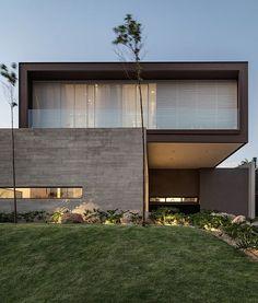 Likes, 8 Comments - Architecture Architecture Résidentielle, Minimalist Architecture, Contemporary Architecture, Contemporary Design, Facade Design, Exterior Design, Fachada Colonial, Modern Villa Design, Facade House
