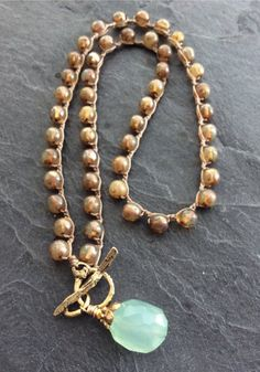 Boho Necklace, Beaded Earrings, Beaded Jewelry, Crochet Necklace, Pendant Jewelry, Jewelry Art, Jewelry Design, Jewelry Knots, Jewelry Making Beads