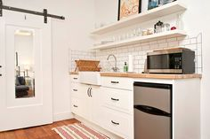 Small functional kitchen. Perfect for preparing something simple before sightseeing