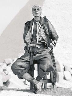 jules mordovets photographed by marcus ohlsson for the editorial avventura nel deserto in velvet magazine june 2011