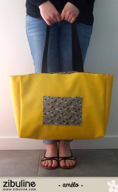 TUTO - Giant shopping bag - Amélie- TUTO – Cabas géant – Amélie Hello, I suggest you today sew a giant tote bag, very practical for carrying all your beach stuff. To do this, you will need: 3 banana faux leather coupons from… - Amelie, Diy Sac Cabas, Sacs Tote Bags, Cycling Backpack, Diy Bags Purses, Bicycle Bag, Couture Sewing, Shopping Bag, Leather