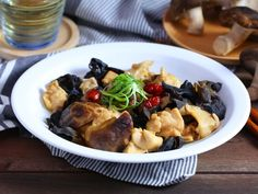Steamed Mushroom Chicken with Black Fungus and Red Dates