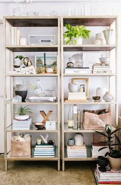 bookcase of the day | i suwannee