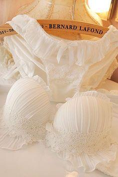 como tirar manchas amareladas de lingerie branca