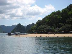 7 Beautiful Beachs in Halong Bay