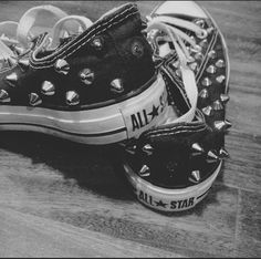 converse all star Studded Converse, Black Converse, Converse All Star, Converse Shoes, Converse Outfits, Ankle Boots, Shoe Boots, Cute Shoes, Me Too Shoes