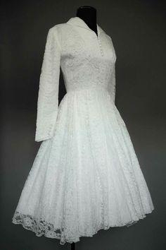 Robe de mariée vintage #1950s #weddingdress #vintage www.vintage-galerie.fr