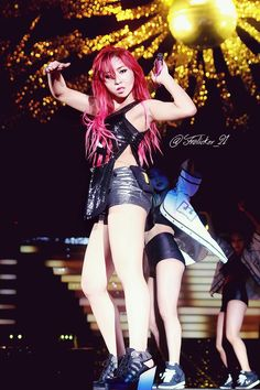 Minzy being FIERCE at the YG Family concert (140815)