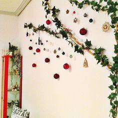 女性で、、のオーナメント3個割った(; ̄ェ ̄)/マスキングテープ/クリスマスオーナメント/巻き巻きフェイクグリーン…などについてのインテリア実例を紹介。「殺風景な壁から脱出〜♪」(この写真は 2014-12-20 09:35:59 に共有されました)
