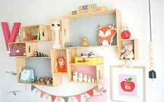 Check out these easy-to-build DIY modular floating shelves for your kids' rooms!