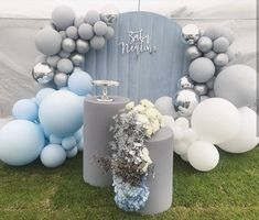 We love this simple ombrè effect and grey tones from Huge weekend for Let's start with… Boy Baby Shower Themes, Baby Shower Cakes, Baby Shower Parties, Baby Boy Shower, Balloon Decorations, Baby Shower Decorations, Baby Boy 1st Birthday, Boy Christening, Baby Party