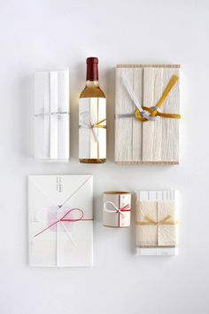 水引きは、お祝い事によって結び目が異なります。出産などの繰り返したいお祝いには「蝶結び」、結婚など一度きりのお祝いには「結び切り」を使います。