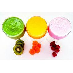 Dla każdego coś kolorowego ❤ Pomarańczowy:-1 pomarańcza  -2 brzoskwinie -2 marchewki - 3/4-1 szkl.wody.  ❤Zielony:-2-3 garście jarmużu -3-4 plastry ananasa-1/2 awokado -1 kiwi -1/2 cytryny -sok z 1 pomarańczy  -2 łyżki chia ❤Różowy:-2szkl.truskawek-1/2szkl.jeżyn -1szkl.jagód -1 jabłko -1 banan-1szkl.mleka roślinnego.Składniki wrzucamy do blendera i miksujemy. Każdy oddzielnie.Jeśli komuś jest za gęsty koktajl można dodać więcej wody/mleka/soku,to już wedle uznania i gustu.Smacznego ❤