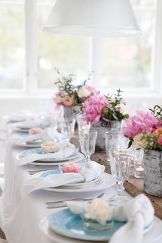 So pretty and practical. Nice for a wedding tablescape at the beach. Love you Baby!