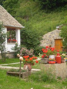 Tulipános Vendégház, Óbánya, farmhouse in Óbánya, Hungary Hungary Travel, Heart Of Europe, Eastern Europe, Traditional House, How Beautiful, Design Elements, Countryside, Farmhouse, Cottage