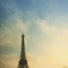 Pretty sunrise Eiffel Tower Paris. Pics by @luckeyhomes